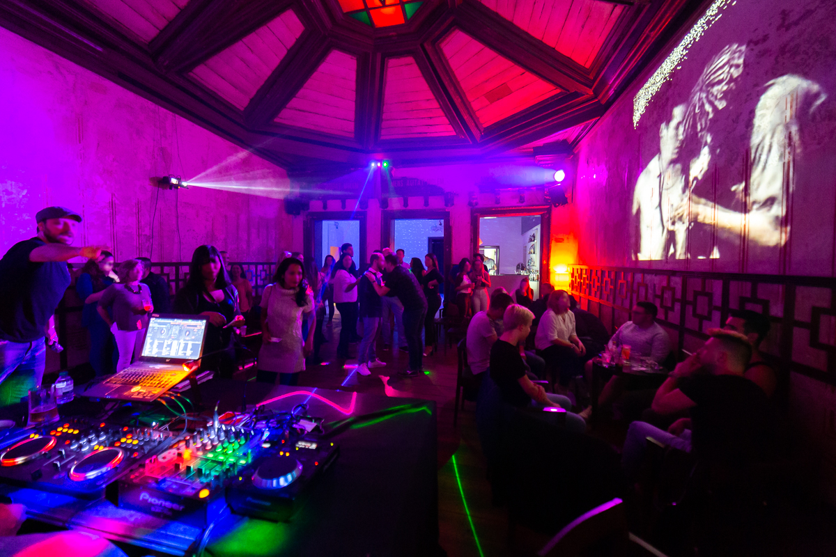 5 Porto Karaoke Bars To Sing Your Heart Out At In Porto